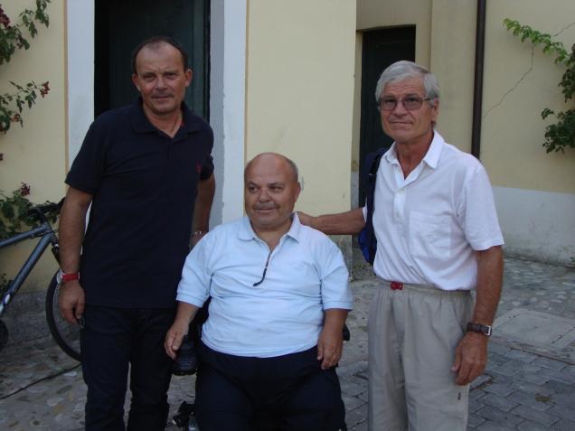 Io con due colonne della U.P. CASTIGLIONESE vincitrice primo campionato di 3/a categoria, Franco Molinari (centravanti) e Marchignani Patrizio (mezz'ala).